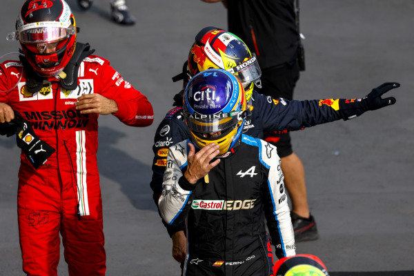 Fernando Alonso, Alpine F1, Sergio Perez, Red Bull Racing,and Carlos Sainz, Ferrari, in Parc Ferme