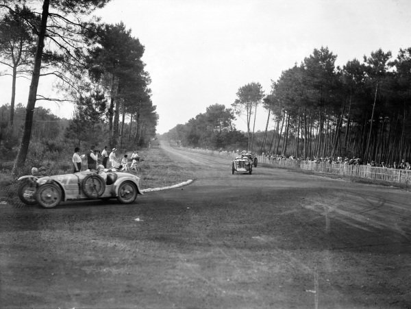 Gustave Duverne / Robert Girod, M. de Ricou, B.N.C., leads Mrs. Chetwynd / Mrs. H. H. Stisted, Honorable Mrs. Chetwynd, MG Midget C type, and Anthony Bevan / Mike Couper, G. Bevan, Bentley 4½.