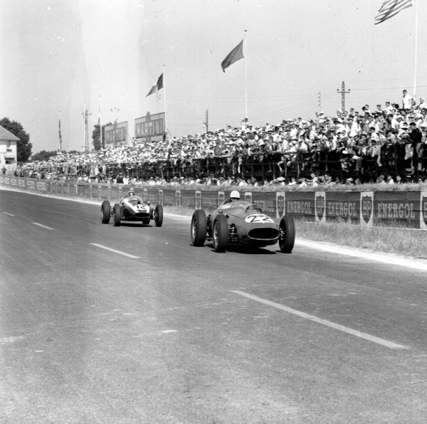 1959 French Grand Prix.Reims, France.3-5 July 1959.Olivier Gendebien (Ferrari Dino 246) leads Bruce McLaren (Cooper T45 Climax). Gendebien finished in 4th position.Ref-4432.World Copyright - LAT Photographic