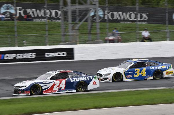 #24: William Byron, Hendrick Motorsports, Chevrolet Camaro Liberty University, #34: Michael McDowell, Front Row Motorsports, Ford Mustang Horizon Hobby