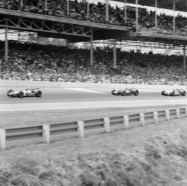 Jackie Stewart, John Mecom, Lola T90 Ford, leads Jerry Grant, John Klug, Eagle Mk2 Ford.