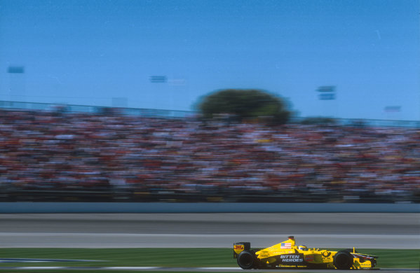 2001 United States Grand Prix.Indianapolis, Indiana, USA.28-30 September 2001.Jarno Trulli (Jordan EJ11 Honda). He was disqualified from 4th position after the plank from his car failed to meet regulations in scrutineering. It had worn down more than the 10% amount of degredation allowed. Ref-01 USA 20.World Copyright - LAT Photographic