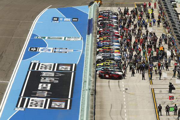 Cars are lined on the grid, Copyright: Michael Reaves/Getty Images.