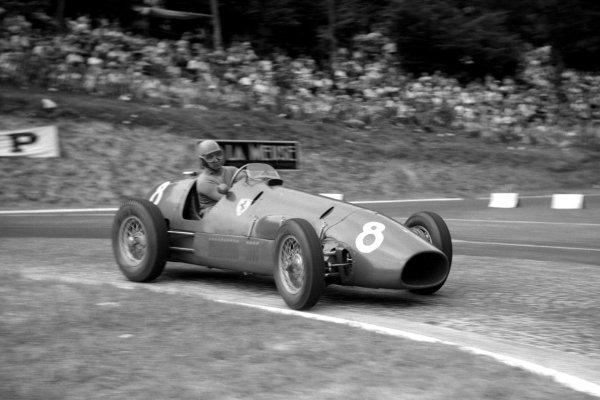 1952 French Grand Prix.Rouen-les-Essarts, France. 4-6 July 1952.Alberto Ascari (F2 Ferrari 500) 1st position.World Copyright - LAT Photographic