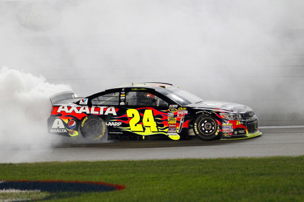 9-10 May, 2014, Kansas City, Kansas USA Jeff Gordon celebrates his win with a burnout ©2014, Matthew T. Thacker LAT Photo USA
