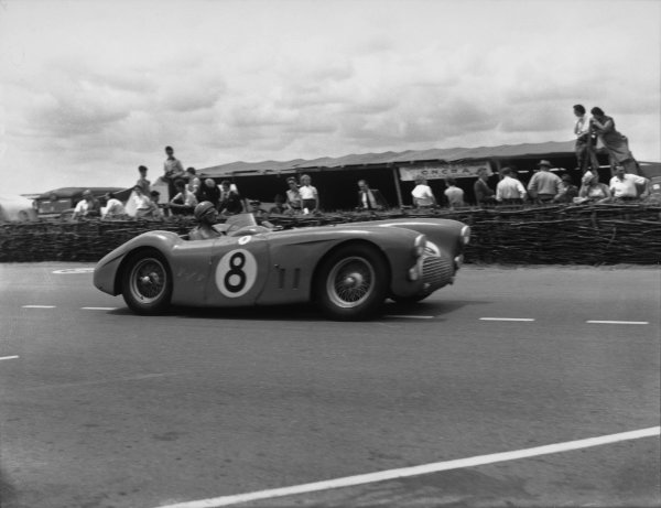 Le Mans, France. 14th - 15th June 1952 Pierre Levegh/Rene Marchand (Talbot Lago T26 GS spider), retired, action. World Copyright: LAT Photographic Ref:  C32745.