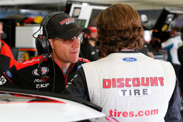 NASCAR XFINITY Series Drive for the Cure 300 Charlotte Motor Speedway, Concord, NC Friday 6 October 2017 Greg Erwin and Ryan Blaney, Shell Pennzoil Ford Mustang World Copyright: Russell LaBounty LAT Images