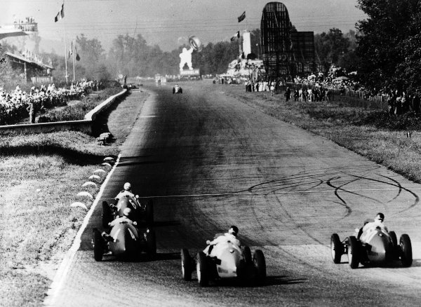 Monza, Italy.11-13 September 1953.Giuseppe Farina leads Alberto Ascari (both Ferrari 500), Juan Manuel Fangio (number 50) and Onofre Marimon (both Maserati A6GCM) during their battle for the lead. Fangio, Farina and Ascari finished in 1st, 2nd and 3rd positions respectively.Ref-Autocar 592/06.World Copyright - LAT Photographic