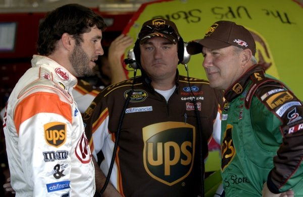 L-R: Elliott Sadler (USA), Todd Parrott (USA) and Dale Jarrett (USA).  NASCAR Nextel Cup Series, Texas Motor Speedway, USA, 6 November 2005. DIGITAL IMAGE
