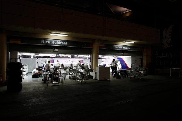 Bahrain International Circuit, Sakhir, Bahrain24th April 2009The BMW Sauber garage by night. Garages. Atmosphere. World Copyright: Andrew Ferraro/LAT Photographicref: Digital Image _H0Y8720
