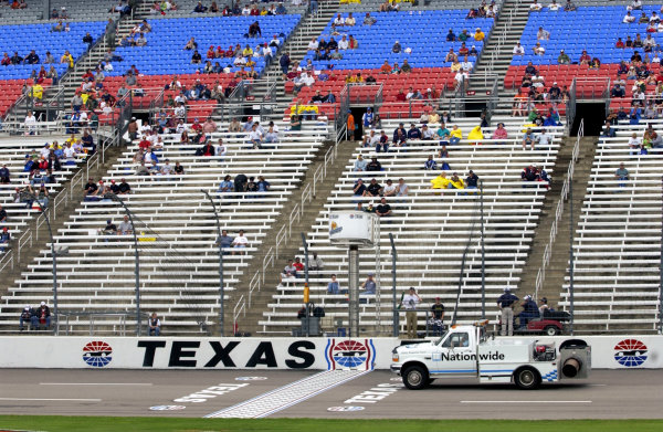 2003 IRL IndyCar Texas,6/5-6/7/03, Track dryer dries the track while fans wait.Texas Motor SpeedwayWorld Copyright-Walt Kuhn 2003 LAT Photographicref: Digital Image Only