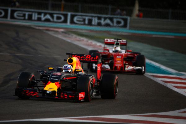 Yas Marina Circuit, Abu Dhabi, United Arab Emirates. Sunday 27 November 2016. Daniel Ricciardo, Red Bull Racing RB12 TAG Heuer, leads Sebastian Vettel, Ferrari SF16-H. World Copyright: Andy Hone/LAT Photographic ref: Digital Image _ONZ0141