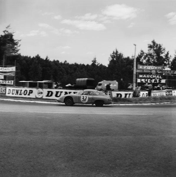 Le Mans, France. 10th - 11th June 1961.Robert Buchet/Pierre Monneret (Porsche 695 GS), retired, action. World Copyright: LAT Photographic.Ref:  9055.