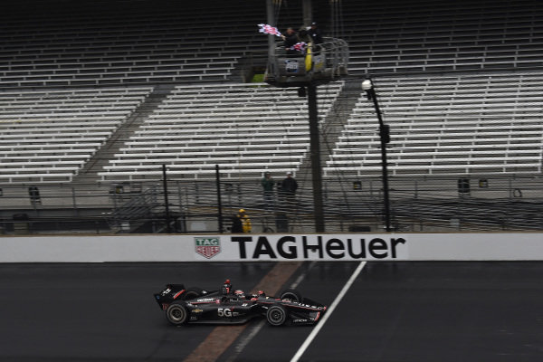 Will Power, Team Penske Chevrolet crosses the finish line under the checkered flag