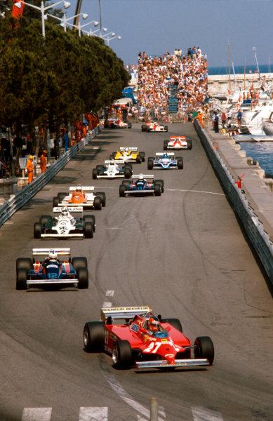 1981 Monaco Grand Prix. Monte Carlo, Monaco. 28-31 May 1981. Gilles Villeneuve (Ferrari 126CK) 1st position at Tabac. Ref-81MON44. World Copyright - LAT Photographic
