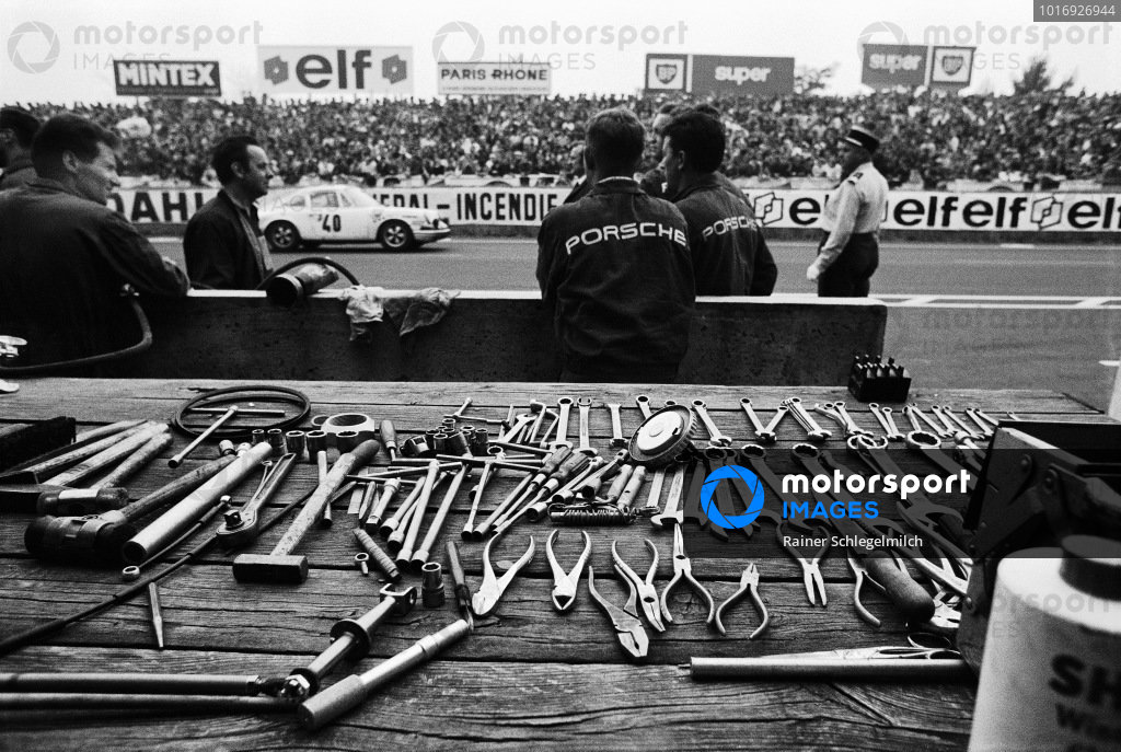 Tools laid out in the Porsche pits as the Claude Ballot-Léna / Guy Chasseuil, Auguste Veuillet, Porsche 911 T/R passes.