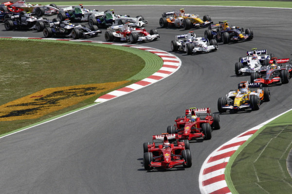 Kimi Räikkönen, Ferrari F2008 leads Felipe Massa, Ferrari F2008 and Fernando Alonso, Renault R28 at the start.