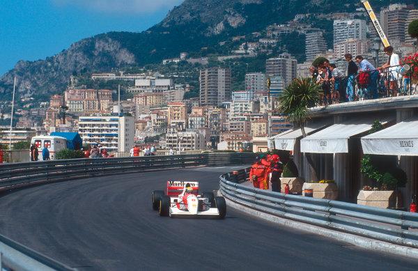 1993 Monaco Grand Prix.Monte Carlo, Monaco.20-23 May 1993.Ayrton Senna (McLaren MP4/8 Ford) 1st position at Massenet.Ref-93 MON 12.World Copyright - LAT Photographic