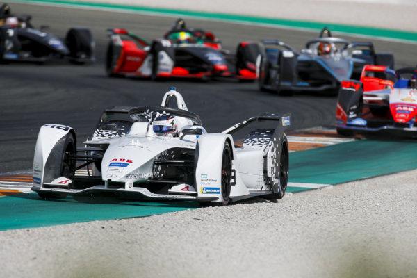 Edoardo Mortara (CHE) Venturi, EQ Silver Arrow 01 leads Pascal Wehrlein (DEU), Mahindra Racing, M6Electro and Stoffel Vandoorne (BEL), Mercedes Benz EQ Formula, EQ Silver Arrow 01