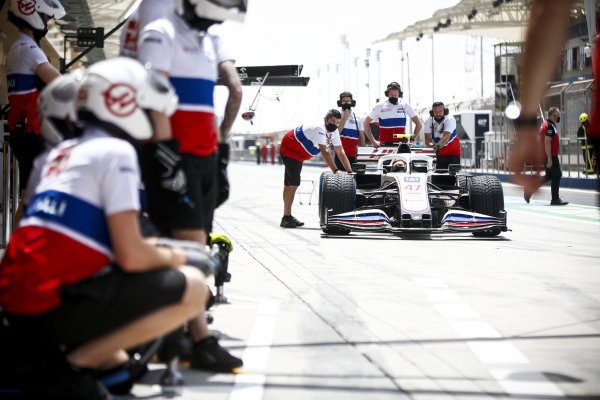 Mick Schumacher, Haas F1 during pit stop practice