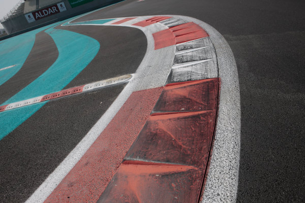 Yas Marina Circuit. Abu Dhabi, UAE.19th - 20th February 2010.Event 01 of the Australian V8 Supercar Championship Series.World Copyright: Mark Horsburgh/LAT Photographicref: Digital Image AtmoV8AbuDhabi-EV01-0041