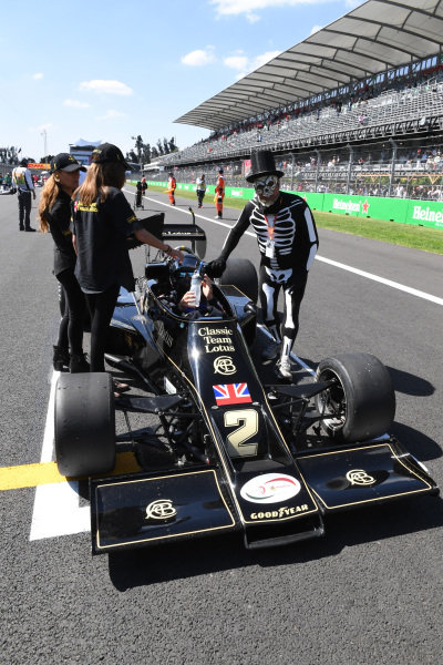 Gregory Thornton (GBR) Lotus 77 on the grid on the grid at Masters Historics, Circuit Hermanos Rodriguez, Mexico City, Mexico, 29 October 2016.