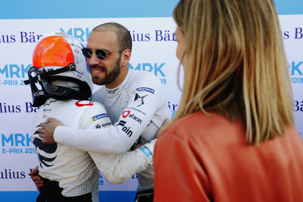 Jean-Eric Vergne (FRA), DS TECHEETAH, congratulates Sam Bird (GBR), Envision Virgin Racing, after qualifying