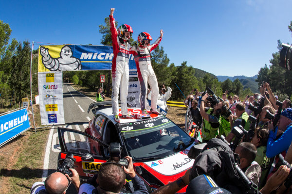 2017 FIA World Rally Championship, Round 11, Rally RACC Catalunya / Rally de España, 5-8 October, 2017, Kris Meeke, Citroen, celebration, Worldwide Copyright: LAT/McKlein