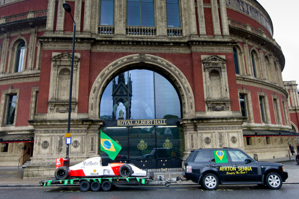 2014 Ayrton Senna Tribute. Royal Albert Hall, Kensington Gore, London. 1st May 2014. Peter Ratcliffe parades a replica 1993 Ayrton Senna McLaren around the streets of London. World Copyright: Alastair Staley / LAT Photographic. Ref: _R6T0363.jpg