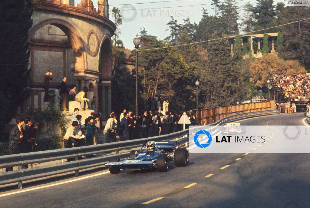 1971 Spanish Grand Prix.  Montjuich Park, Barcelona, Spain. 16-18th April 1971.  François Cevert, Tyrrell 002 Ford, leads Clay Regazzoni, Ferrari 312B.  Ref: 71ESP79. World Copyright: LAT Photographic