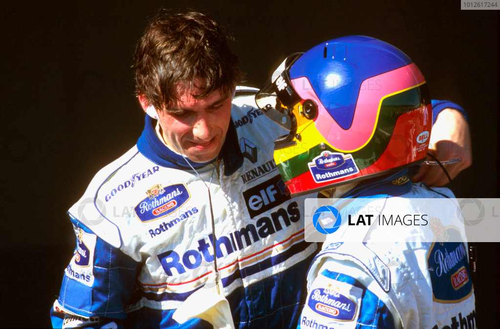 Albert Park, Melbourne, Australia.8-10 March 1996.Damon Hill (Williams Renault)1st position is congratulated by teamate Jacques Villeneuve (Williams Renault) 2nd position in parc ferme. World Copyright - LAT Photographic