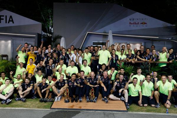 Marina Bay Circuit, Singapore. Sunday 22nd September 2013.  Red Bull Racing celebration team photo.  World Copyright: Charles Coates/LAT Photographic. ref: Digital Image _N7T8298