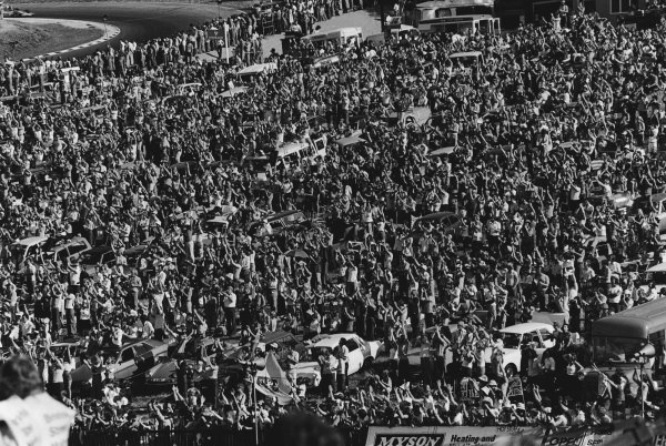 Brands Hatch, England. 16th - 18th July 1976.  The crowd on Graham Hill bend, atmosphere. World Copyright: LAT Photographic.  Ref:  8877 - 18.