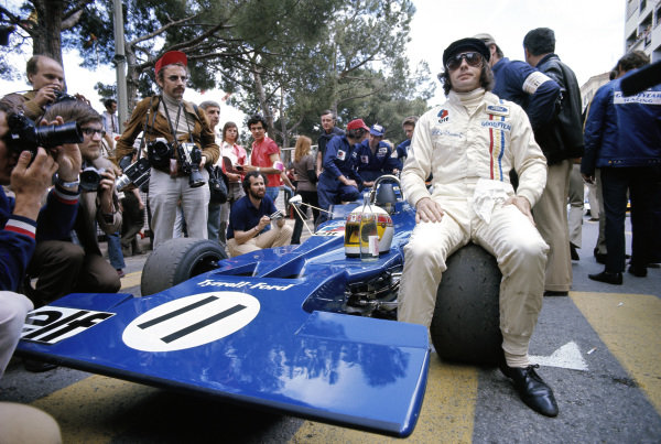 Jackie Stewart, Tyrrell 003 Ford, waits on the grid.