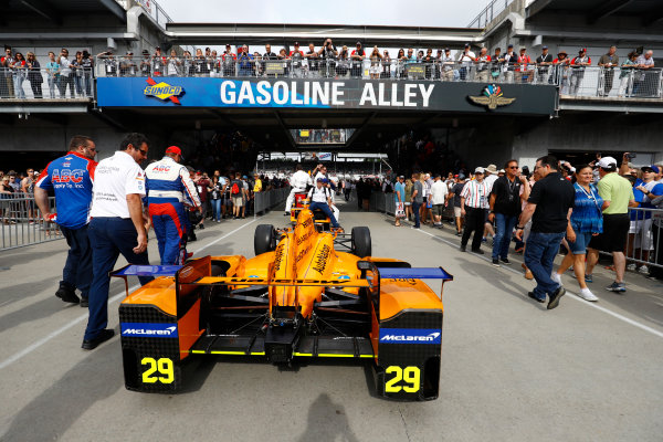 Verizon IndyCar Series Indianapolis 500 Race Indianapolis Motor Speedway, Indianapolis, IN USA Sunday 28 May 2017 The car of Fernando Alonso, McLaren-Honda-Andretti Honda, is prepared. World Copyright: Steven Tee/LAT Images ref: Digital Image _R3I7368