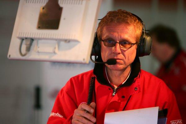 2006 DTM Championship.Round 1, Hockenheimring. 7th - 9th April 2006.Race engineer of Stefan Mücke (GER), Mücke Motorsport, AMG-Mercedes C-KlasseWorld Copyright: Miltenburg/LATref: Digital Image Only