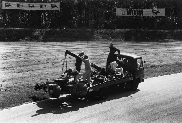 Monza, Italy. 4th - 6th September 1970.Jochen Rindt (Lotus 72C-Ford). The wreckage of the Lotus is trucked away from the accident scene at Parabolica, action.World Copyright: LAT PhotographicRef: 1347B - 8A.