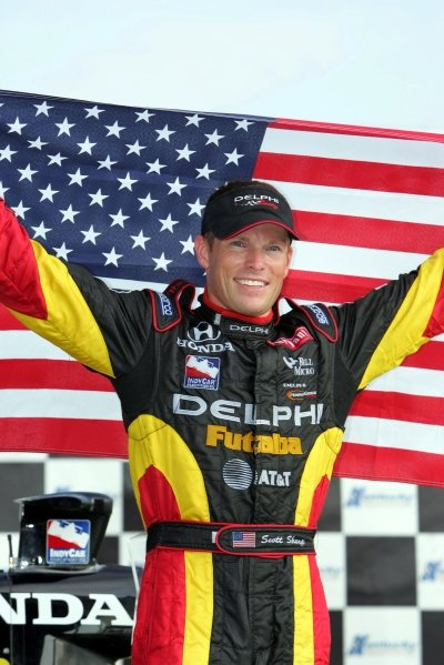 Scott Sharp (USA), Delphi Racing, holds the American Stars and Stripes flag after winning The AMBER Alert Portal Indy 300 presented by GPS.IRL IndyCar Series, Rd12, The AMBER Alert Portal Indy 300 Presented by GPS, Kentucky Speedway, Fort Mitchell, Kentucky, USA. 13-14 August 2005.DIGITAL IMAGE