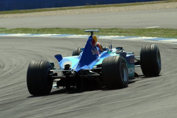 Heinz-Harald Frentzen (GER) Sauber Petronas C22 recovers to the pits to retire after losing his rear wing in the opening lap accident.Formula One World Championship, Rd12, German Grand Prix, Race Day, Hockenheim, Germany, 3 August 2003.DIGITAL IMAGE