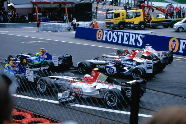 2004 Belgian Grand Prix.Spa Francorchamps, Belgium. 27th - 29th August.Jenson Button, BAR Honda 006 loses his front wing at the start after making contact with the rear of Giancarlo Fisichella's, Sauber Petronas C23. Action. World Copyright:LAT PhotographicRef:35mm Image A14