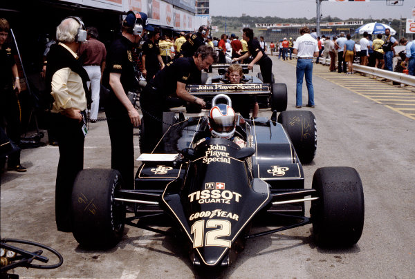 1982 South African Grand Prix.Kyalami, South Africa.13-15 October 1982.Nigel Mansell (Lotus 87B Ford).Ref-82 SA 35.World Copyright - LAT Photographic