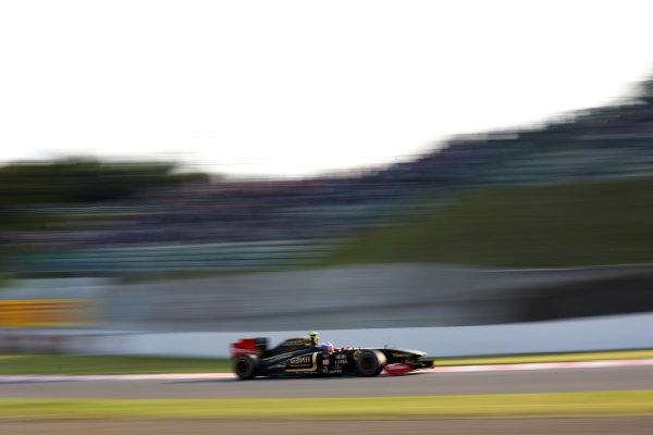 Suzuka Circuit, Suzuka, Japan.7th October 2011.Vitaly Petrov, Lotus Renault GP R31. Action. World Copyright: Andy Hone/LAT Photographicref: Digital Image CSP24196