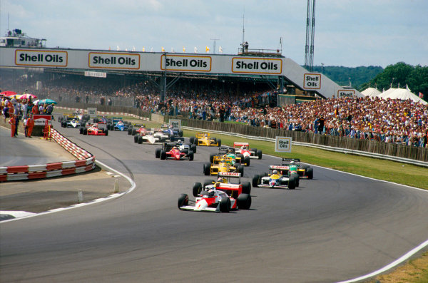 Silverstone, England.10-12  July 1987.Alain Prost (McLaren MP4/3 TAG Porsche) leads Nelson Piquet and Nigel Mansell (both Williams FW11B Honda's) into Copse at the start.Ref-87 GB 09.World Copyright - LAT Photographic