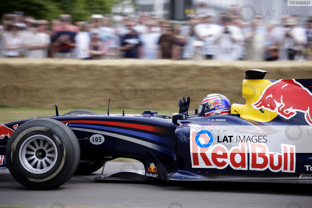 Goodwood Estate, West Sussex. 3rd - 5th July 2009. Mark Webber waves. World Copyright: Gary Hawkins/LAT Photographic. ref: Digital Image Only.
