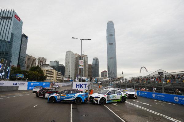 Darryl O'Young (HKG), Jaguar VIP car leads Sérgio Jimenez (BRA), Jaguar Brazil Racing
