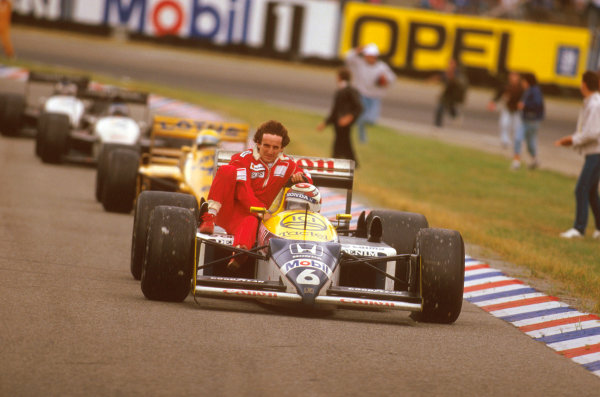 Hockenheim, Germany.24-26 July 1987.Nelson Piquet (Williams FW11B Honda) 1st position gives Alain Prost (McLaren TAG Porsche) a lift back to the pits after he retired on lap 53.Ref-87 GER 04.World Copyright - LAT Photographic