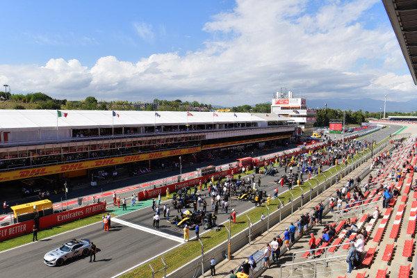 The teams prepare on the grid