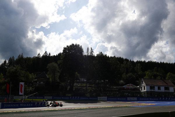 Alexander Albon, Red Bull RB15, leads Daniel Ricciardo, Renault R.S.19