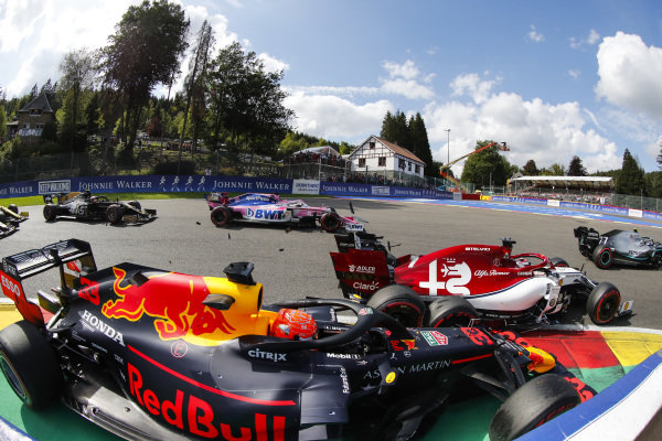 Max Verstappen, Red Bull Racing RB15, makes contact with Kimi Raikkonen, Alfa Romeo Racing C38 at the start