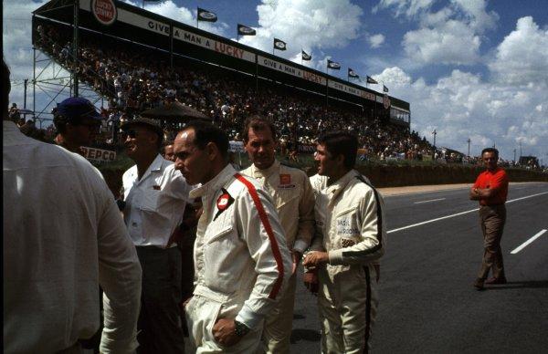 1969 South African Grand Prix.Kyalami, South Africa.27/2-1/3 1969.Peter de Klerk (Brabham BT20 Repco), John Love (Lotus 49 Ford), and Basil Van Rooyen (McLaren M7A Ford).Ref-69 SA 86.World Copyright - LAT Photographic